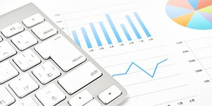 記事イメージ画像 グラフとキーボード